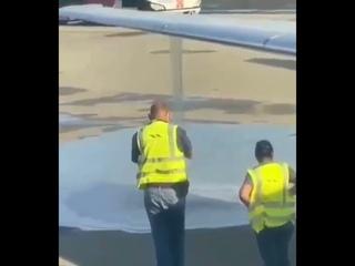 Laser Airlines MD80 Massive Fuel Leak At Caracas Maiquetia Airport Venezuela