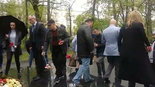 Траурный митинг по погибшим в Казани