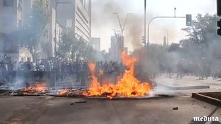 Беспорядки в Чили. Демонстранты громят магазины и офисы