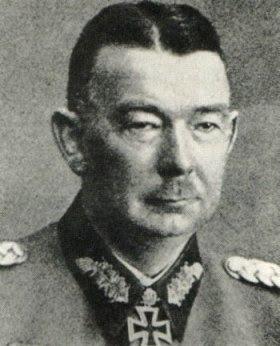 Вернер Кемпф, генерал, командующий группой войск, названной в его честь. После провала наступления на Курск был снят с должности командующего. Ваффен-СС