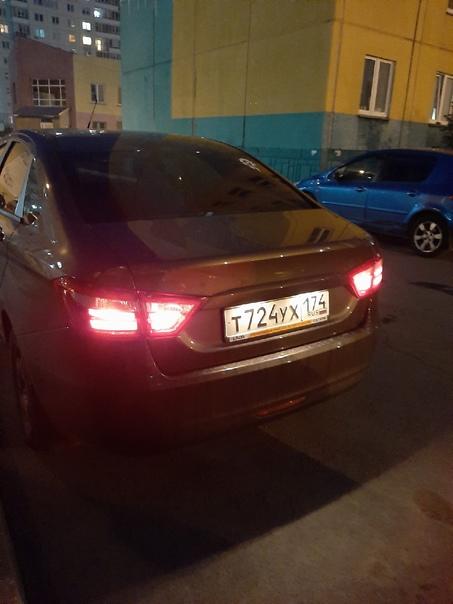 Возле Ск.Головницкого, 28 оставили включенные габариты. Вдруг хозяин машины увидит пост.