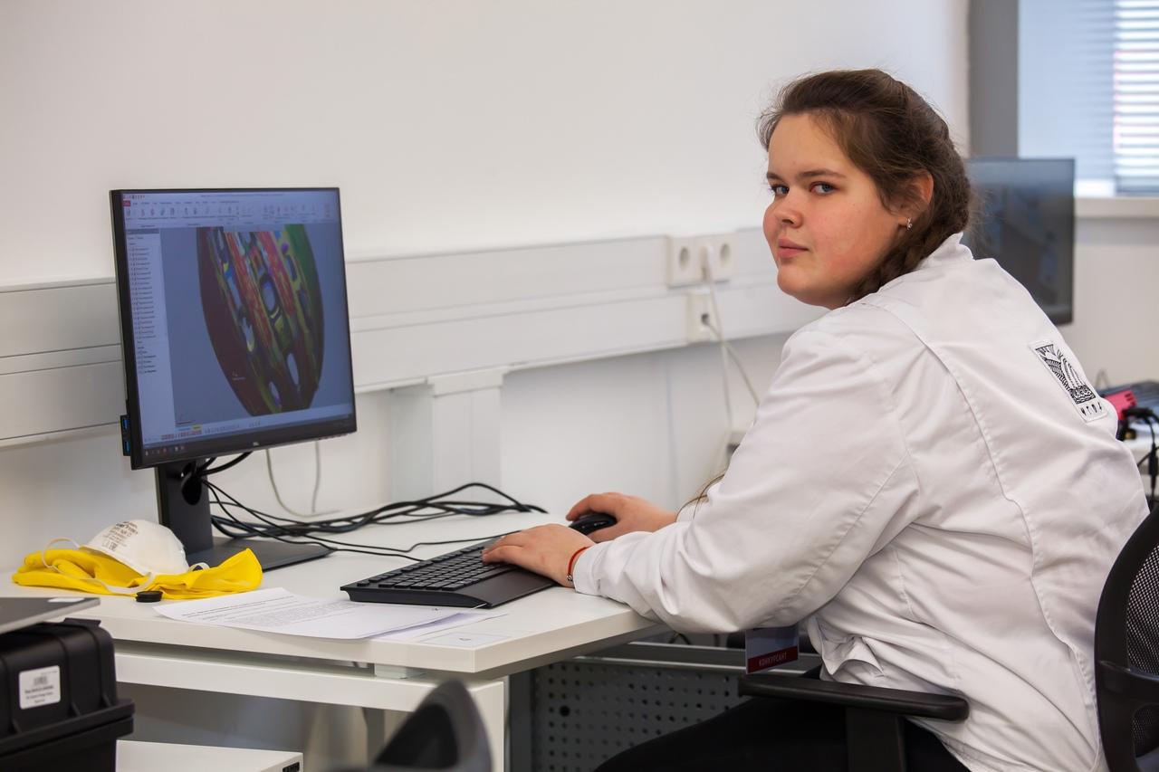 Выпускница колледжа Татьяна Ярушина готовится к финалу IX Национального чемпионата «Молодые профессионалы»